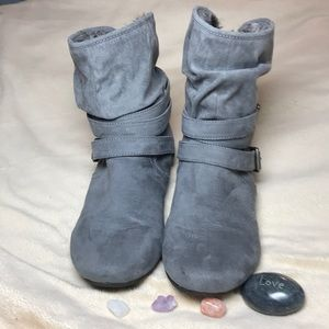 Report Evon Gray Faux Fur Trimmed Booties 9M